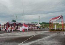 Wakil Gubernur Sumatera Utara (Sumut) Musa Rajekshah memimpin upacara pengibaran bendera merah putih dalam rangka memperingati HUT ke-76 RI di Pangkalan Udara (Lanud) Soewondo, Selasa (17/8/2021).