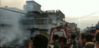 Puluhan Kios milik pedagang di pasar Pajak Lama yang terletak di Jalan Deli Kelurahan Simpang Tiga Pekan Kecamatan Perbaungan Kabupaten Serdang Bedagai hangus terbakar, Kamis (16/9/2021).