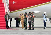 Presiden Republik Indonesia Joko Widodo (Jokowi) tiba di Bandar Udara (Bandara) Kualanamu, Kabupaten Deliserdang, Kamis (16/9/2021).