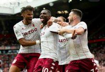 K Hause merayakan golnya ke gawang Manchester United. Aston Villa menang 1-0 di Old Trafford