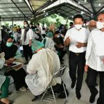 Gubernur Sumatera Utara (Sumut) Edy Rahmayadi meninjau pelaksanaan vaksinasi yang dilaksanakan oleh Universitas Sumatera Utara (USU) di Aula Pancasila Kampus USU Jalan Universitas Komplek Kampus USU, Medan, Senin (27/9/2021). (Foto Dinas Kominfo Provinsi Sumut : Veri Ardian)