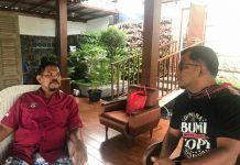 Wakil Bupati Tapanuli Selatan (Tapsel) Rasyid Assaf Dongoran menemui mantan Walikota Medan Rahudman Harahap di pendopo rumah pribadinya di Komplek Tasbih Medan, Jumat (8/10/2021).