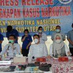 Badan Narkotika Nasional Provinsi (BNNP) Sumatera Utara (Sumut) mengamankan sebanyak 508,6 gram narkotika jenis ganja saat penggerebekan di Fakultas Ilmu Budaya (FIB) Universitas Sumatera Utara (USU), Sabtu (9/10/2021) malam.