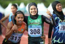 Agustina Mardika Manik (berhijab), atlet dari Sumatera Utara (Sumut) berhasil meraih medali emas pertamanya di nomor lari 1.500 meter putri pada Pekan Olahraga Nasional (PON) XX Papua yang digelar di Mimika Sport Complex, Senin (11/10/2021).(Foto: Humas PPM/Joseph Situmorang)