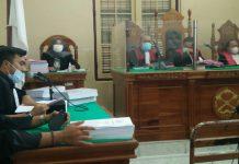 Direktur PT Tanjung Siram Memet Soilangon Siregar dan mantan Kepala Cabang Pembantu (KCP) Bank Syariah Mandiri (BSM) Perdagangan, Dhanny Surya Satrya dituntut masing-masing dengan hukuman 14 tahun penjara