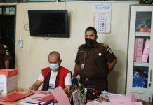 Tim Penyidik Pidsus Kejaksaan Tinggi Sumatera Utara (Kejati Sumut) melakukan pelimpahan berkas tersangka SS, dalam dugaan tindak pidana korupsi pada PT BGR (Persero) Cabang Medan, pada penyidik Kejaksaan Negeri Medan, Kamis (21/10/2021).