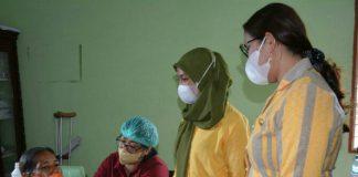 Masyarakat Kecamatan Sei Bingai, Kabupaten Langkat dan sekitarnya sangat antusias mengikuti vaksinasi dosis pertama yang dilaksanakan Pemkab Langkat, di Balai Kantor Desa Belinteng, Kecamatan Sei Bingai, Langkat, Jum'at (22/10/2021).