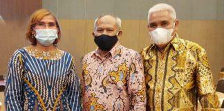 Ketua SMSI Sumut didampingi Wakil Ketua dan Sekretaris